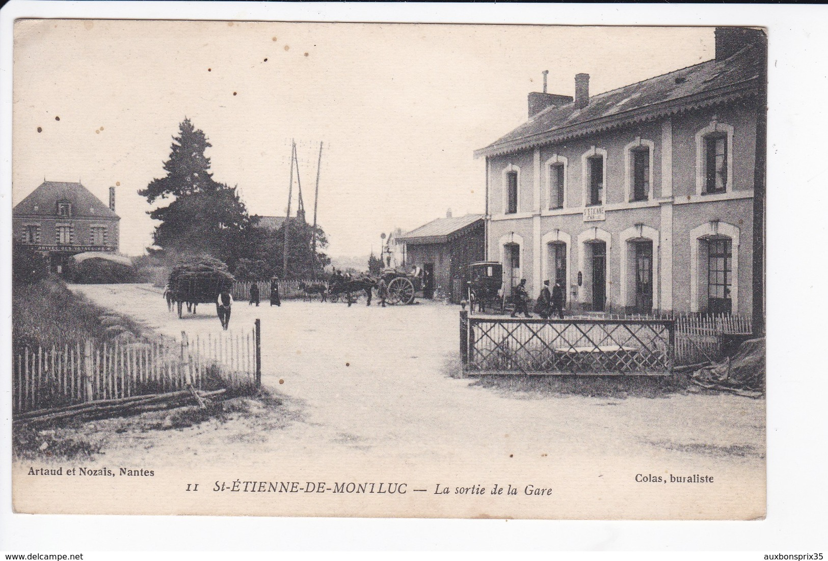 SAINT ETIENNE DE MONTLUC - LA SORTIE DE LA GARE - 44 - Saint Etienne De Montluc