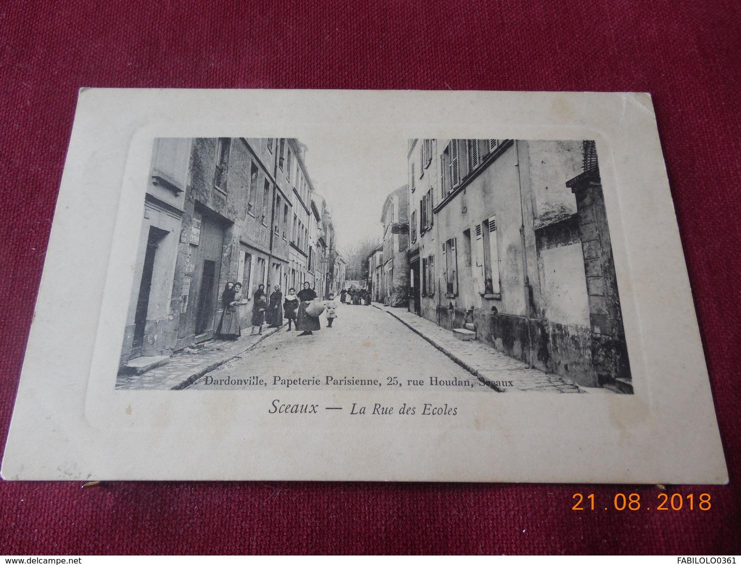 CPA - Sceaux - La Rue Des Ecoles - Sceaux
