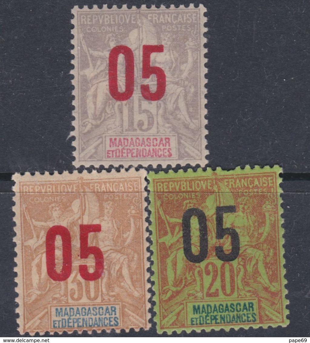 Madagascar N° 111 / 13 X Partie De Série : Timbres 1896 / 1900 Surchargés Les 3 Valeurs Trace De Charnière Sinon TB - Madagascar (1889-1960)