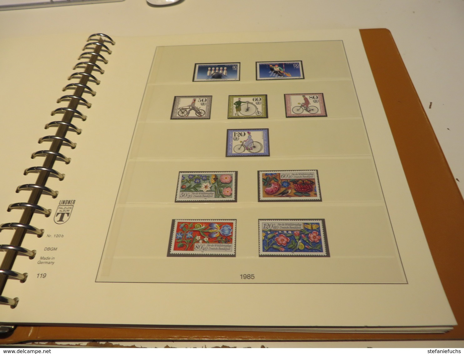 DEUTSCHLAND / BUND  1977 Bis 1989  LINDNER - T - VORDRUCKTEXT  Mit  Ein  Posten  ** /  MARKEN  Im  RINGBINDER - Stamps