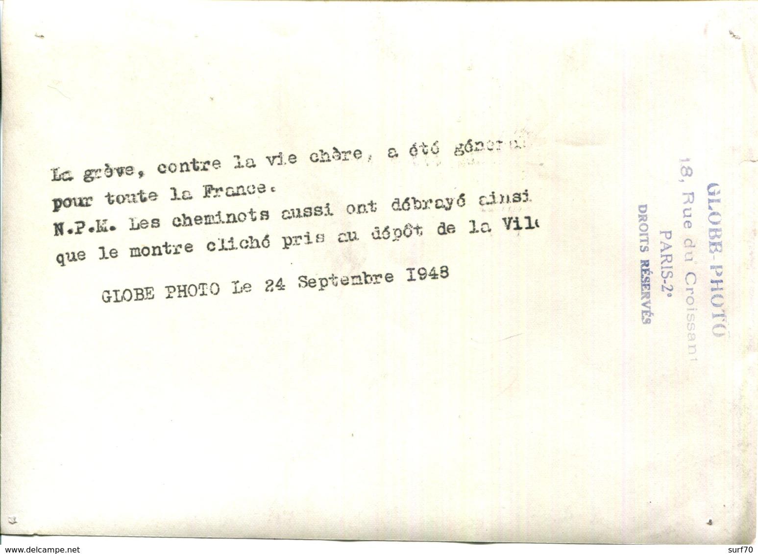 """PHOTO 13X18 DE PRESSE """" S.N.C.F.GREVE CONTRE LA VIE CHERE AU DEPOT LA VILLETTE """" - Plaatsen"""