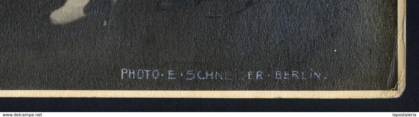 *Ernst Schneider, Berlin* Lote 3 Fotos. Medidas: 23,3x29,1 Cms. Firmadas Angulo Inferior Derecha. - Personas Anónimos