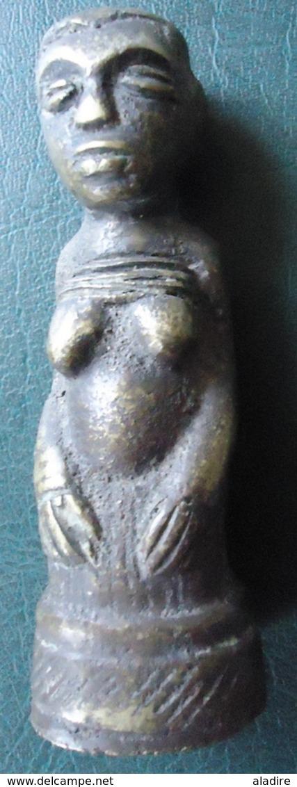 FEMME A GENOUX - KONGO - Bronze Massif (cire Perdue) - Art Africain
