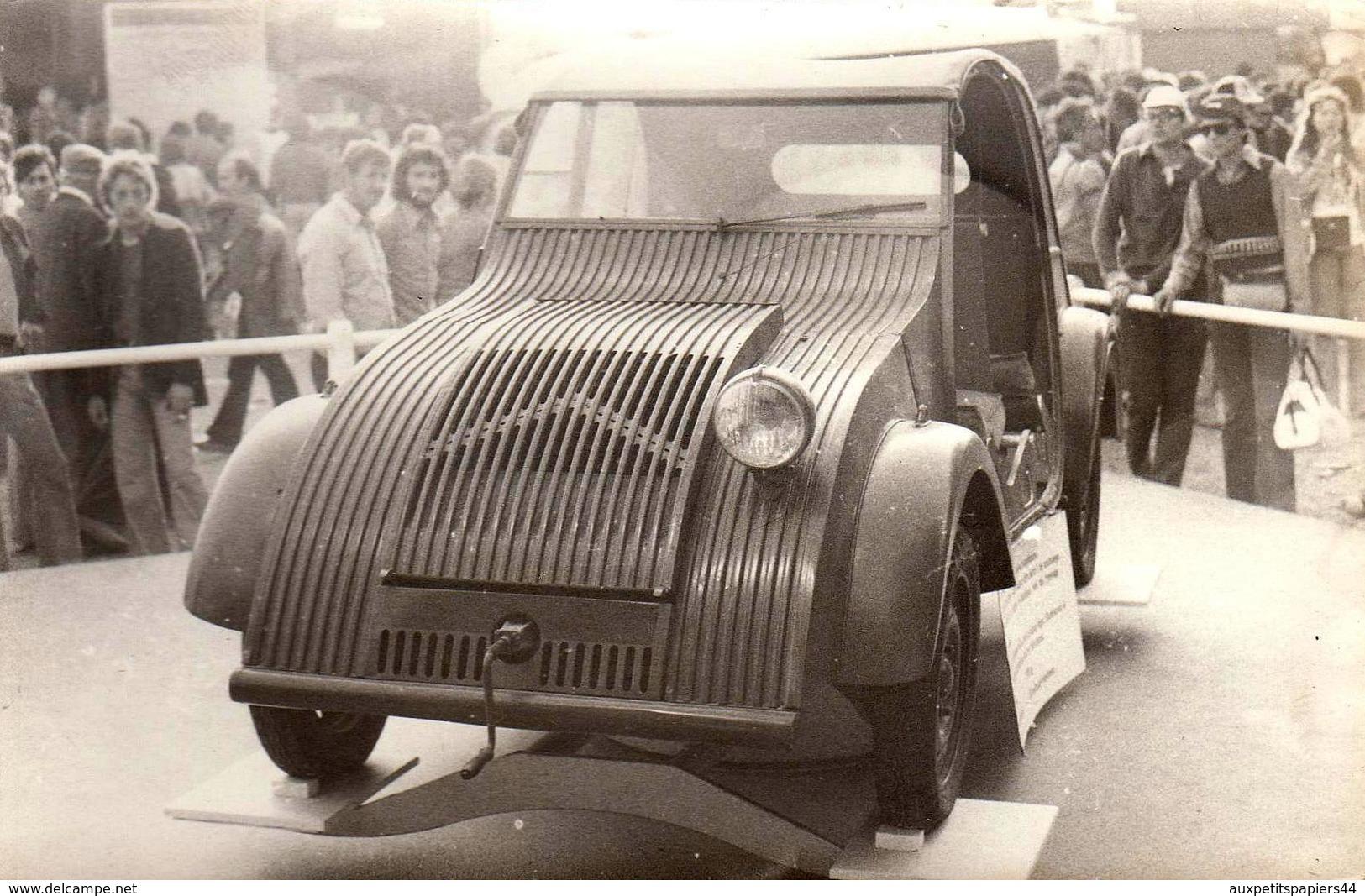 Photo Originale Circuit De Rouen-les-Essarts En 1973, Citroën 2 CV : Le Prototype 1939 Exposé - Cars