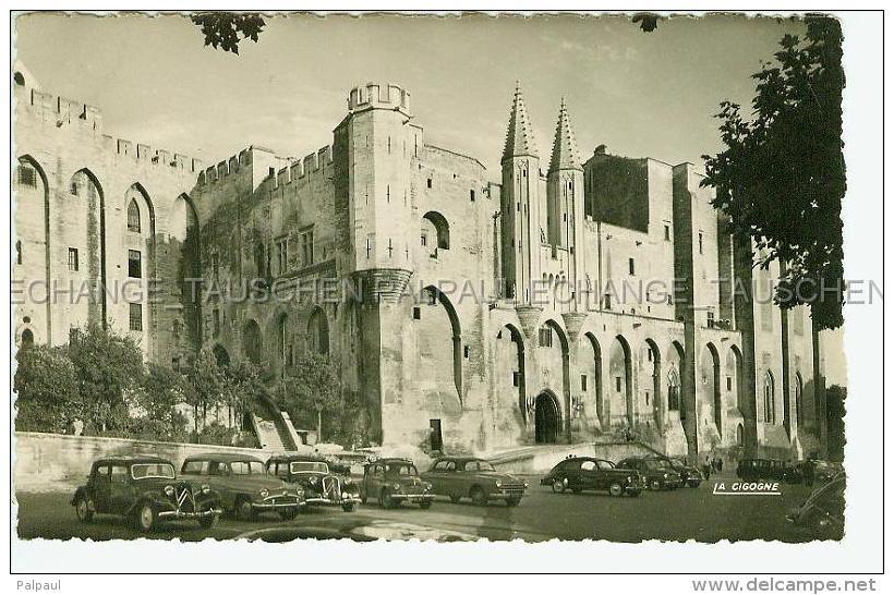Avignon Citroen Traction Renault R 4 Etc Voiture Ancienne Automobile Palais Des Papes 84 Vaucluse France - Voitures De Tourisme
