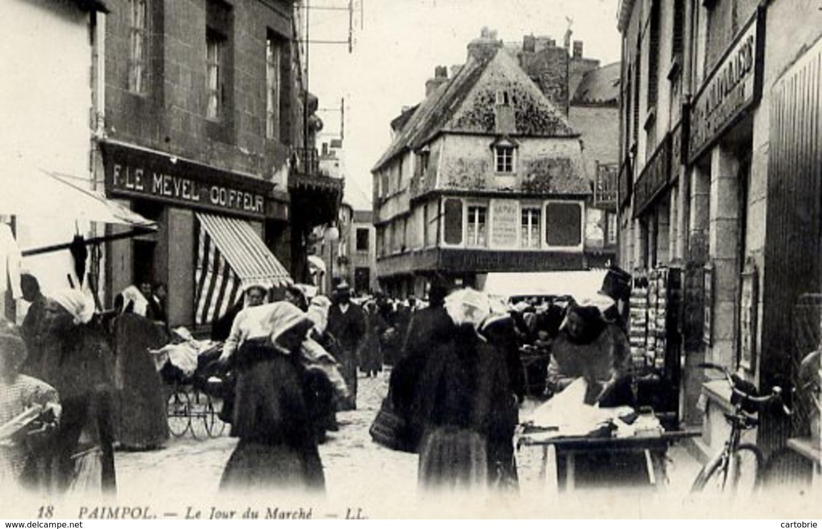 22  PAIMPOL - Le Jour De Marché - Très Animée - F. LE MEVEL Coiffeur - Tourniquet De Cartes Postales - Paimpol