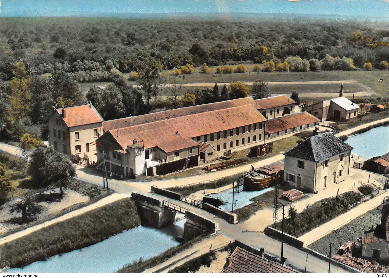 Abergement La Ronce Canal écluse Thème Péniche Péniches Canton Dole - France