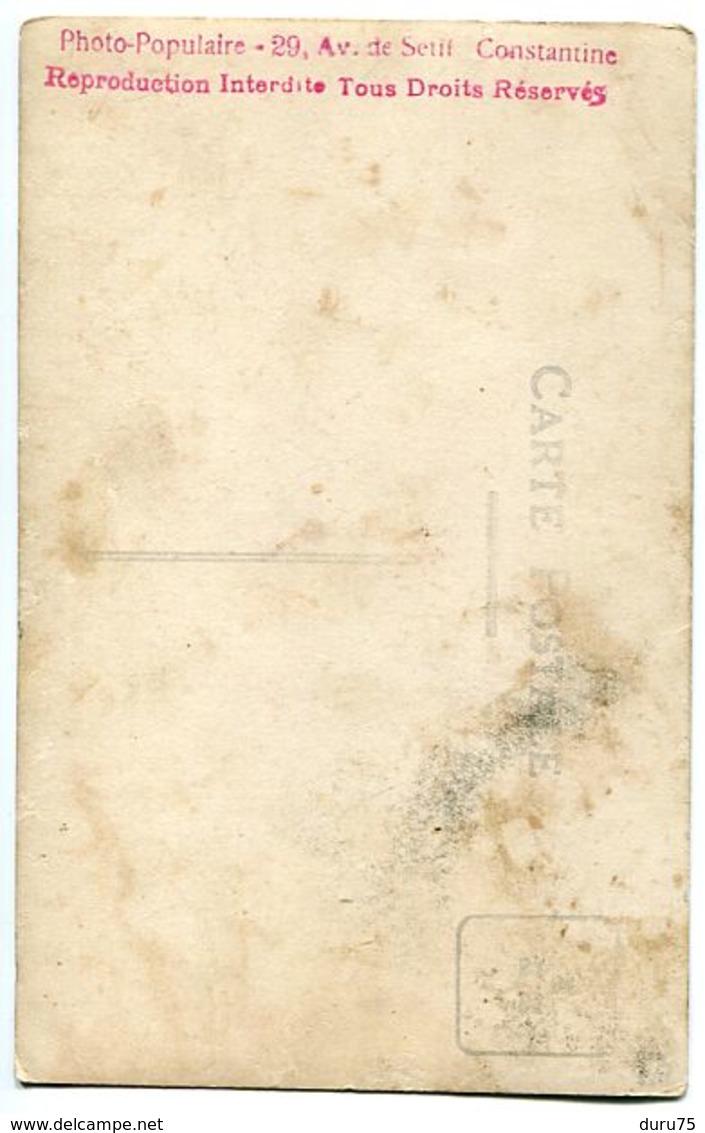 Photo Carte Militaire Soldat Tirailleur Algérien Zouave Spahi ? Cheval écuries Photo Populaire Avenue Sétif Constantine - Métiers