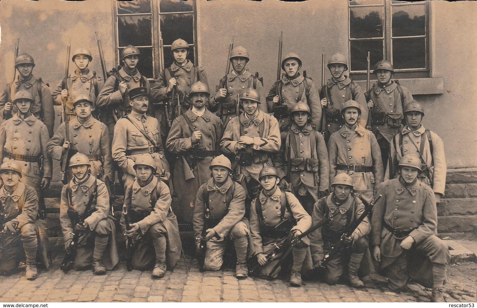 Très Rare Carte-photo Groupe De Soldats Du 153 Régiment D'infanterie  Casques Et Armes Guerre 14-18 - 1914-18