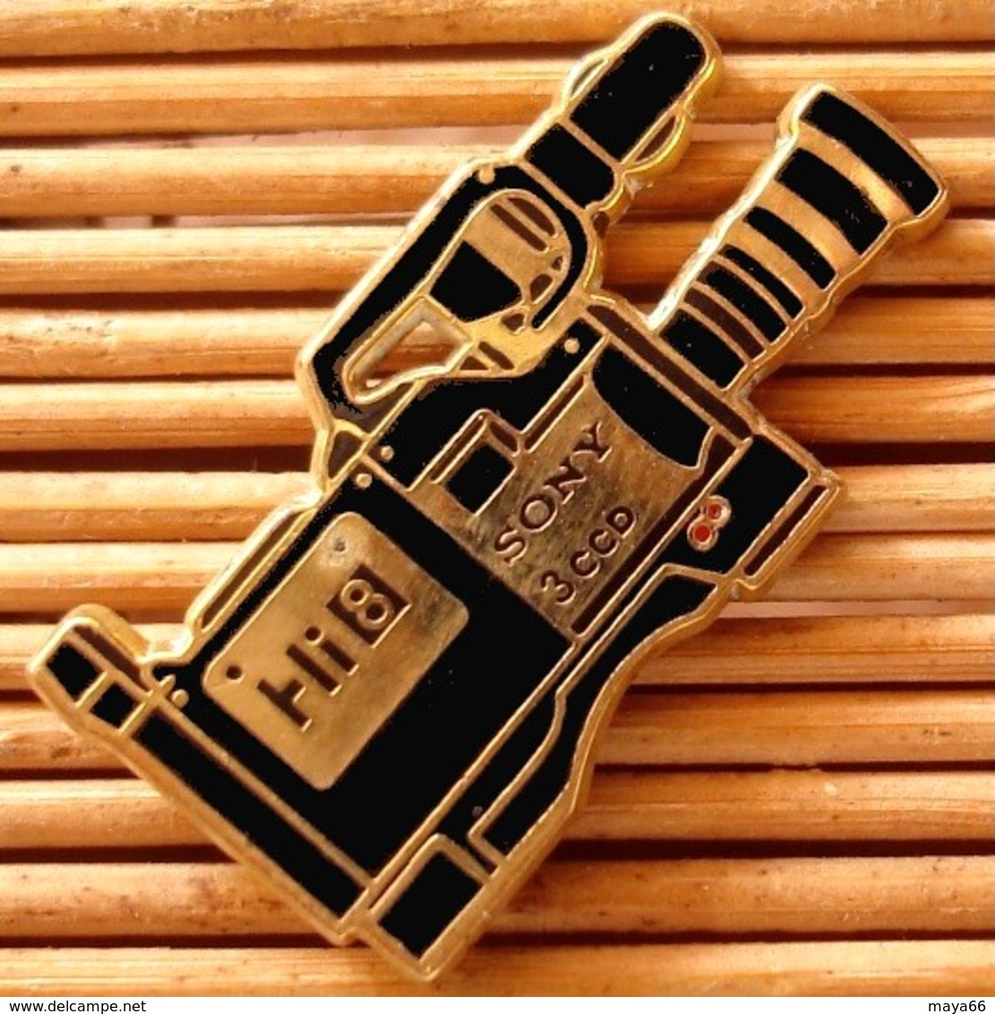 Joli Pin's Camera Sony, Zamac, TBQ, Pins Pin. - Photography
