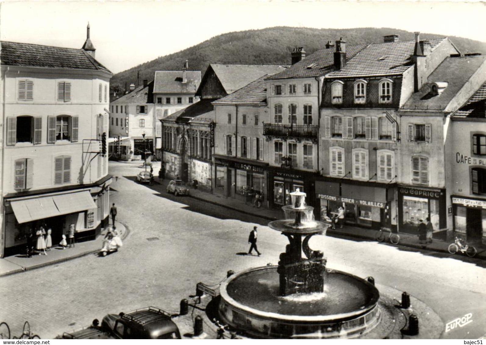 1 Cpsm Remiremont - Place De La Courtine - Remiremont