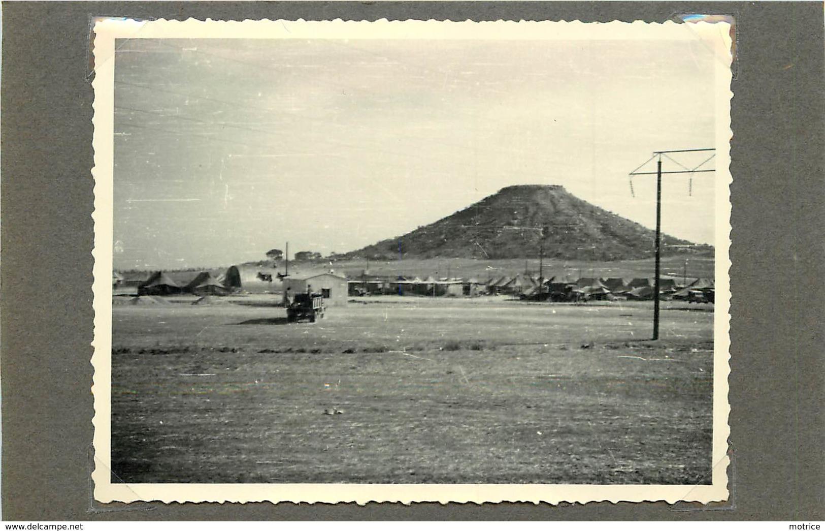 CHYPRE (militaires) - Le Camp X ,novembre 1956 (  Photo  Format 10,8cm X 8,2 Cm). - War, Military