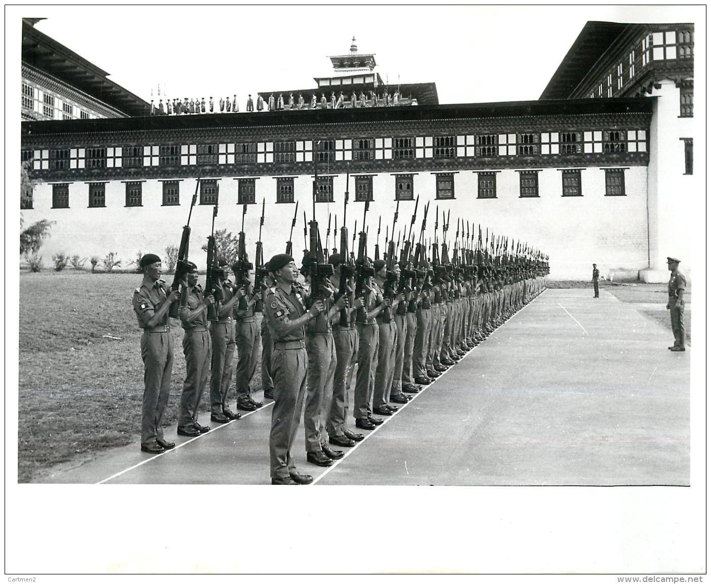 BHOUTAN BHUTAN SOLDIER'S OF BHUTAN'S ROYAL ARMY THIMPHU CORONATION KING JIGME SINGYE WANGCHUCH - Bhoutan