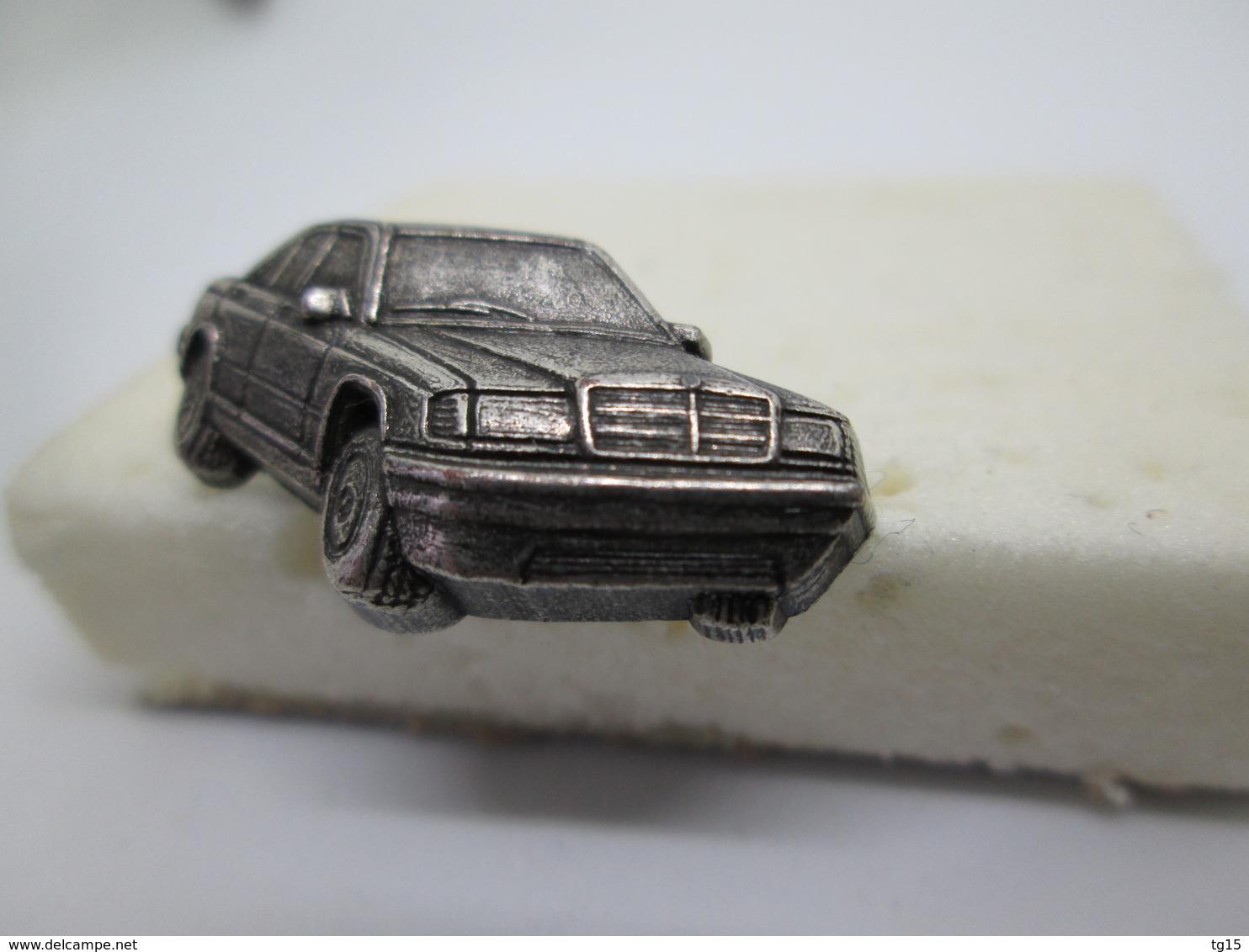PIN'S    MERCEDES   190 RELIEF - Mercedes