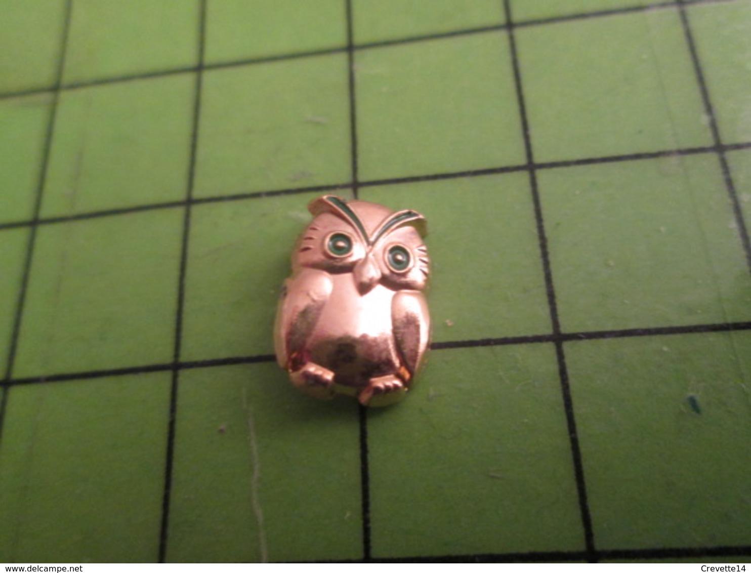 613c Pin's Pins / Beau Et Rare : Thème ANIMAUX : PETITE CHOUETTE METAL JAUNE YEUX VERTS - Animaux