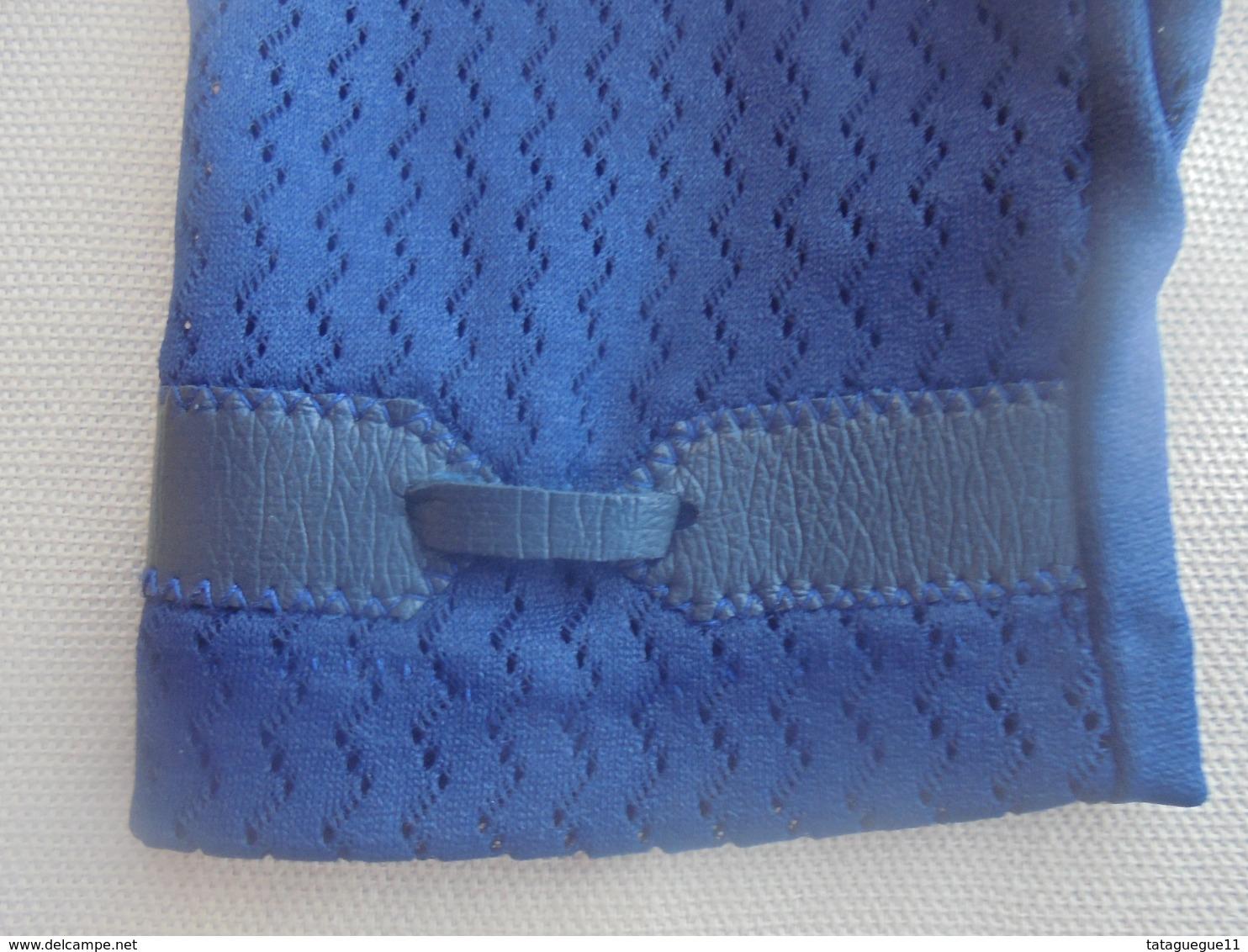 Ancienne Paire De Gants Bleu Pour Femme Années 60 - Vintage Clothes & Linen