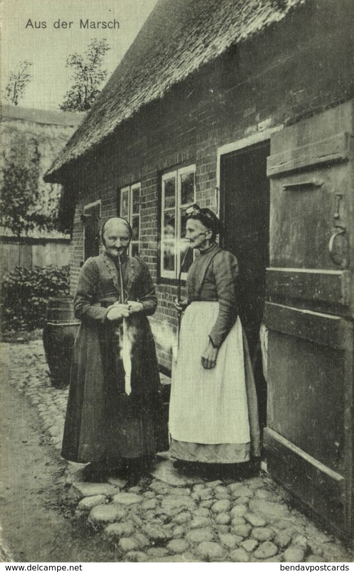 Aus Der Marsch, Alte Frauen In Tracht Rauchen Eine Pfeife (1912) AK - Allemagne