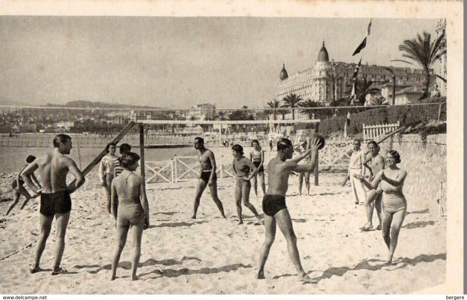 06. CANNES. Jeu De Volleyball Sur La Plage De La Croisette. - Volleyball