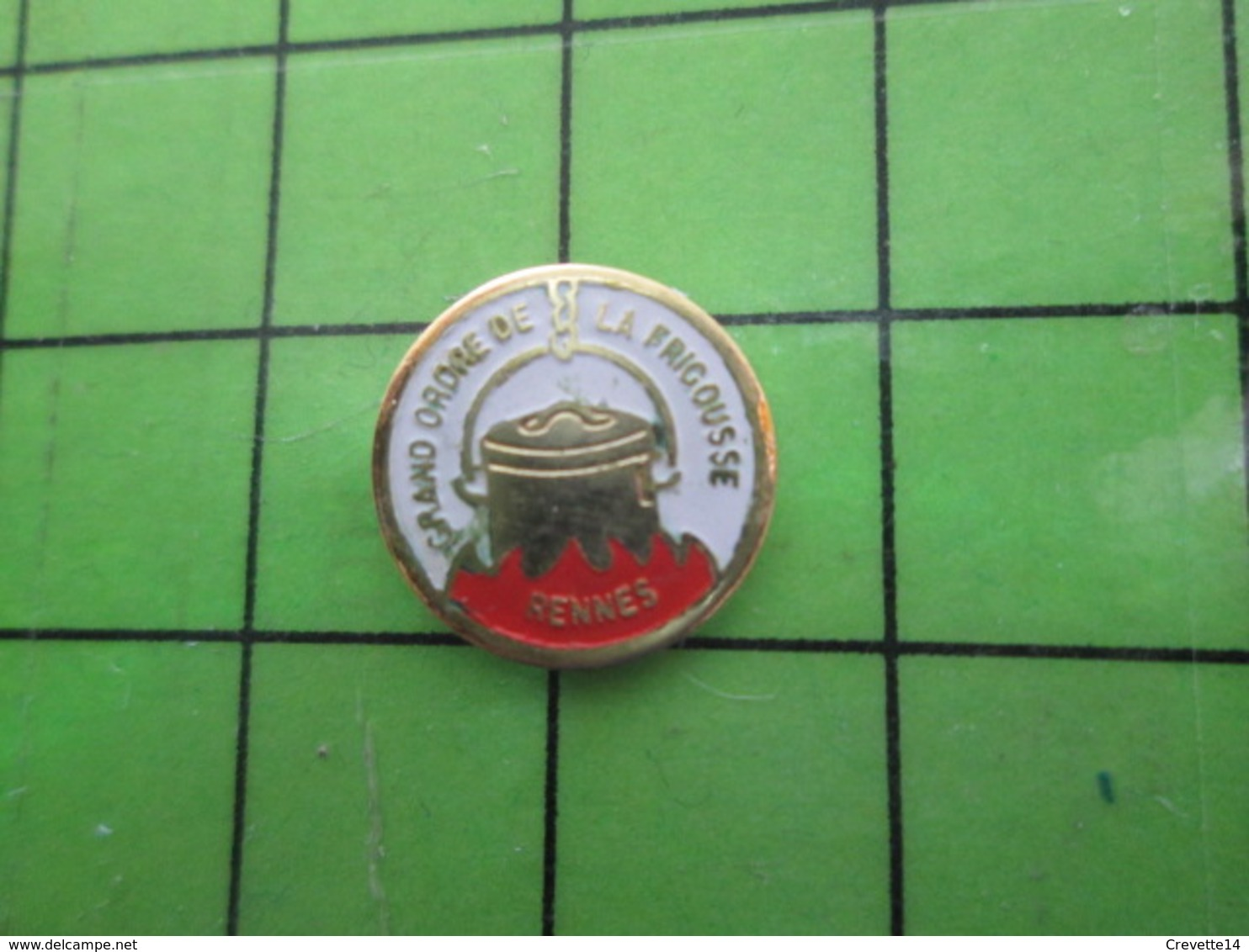 1518c Pin's Pins / Rare Et De Belle Qualité / THEME ALIMENTATION : CHAUDRON GRAND ORDRE DE LA FRIGOUSSE RENNES - Alimentation