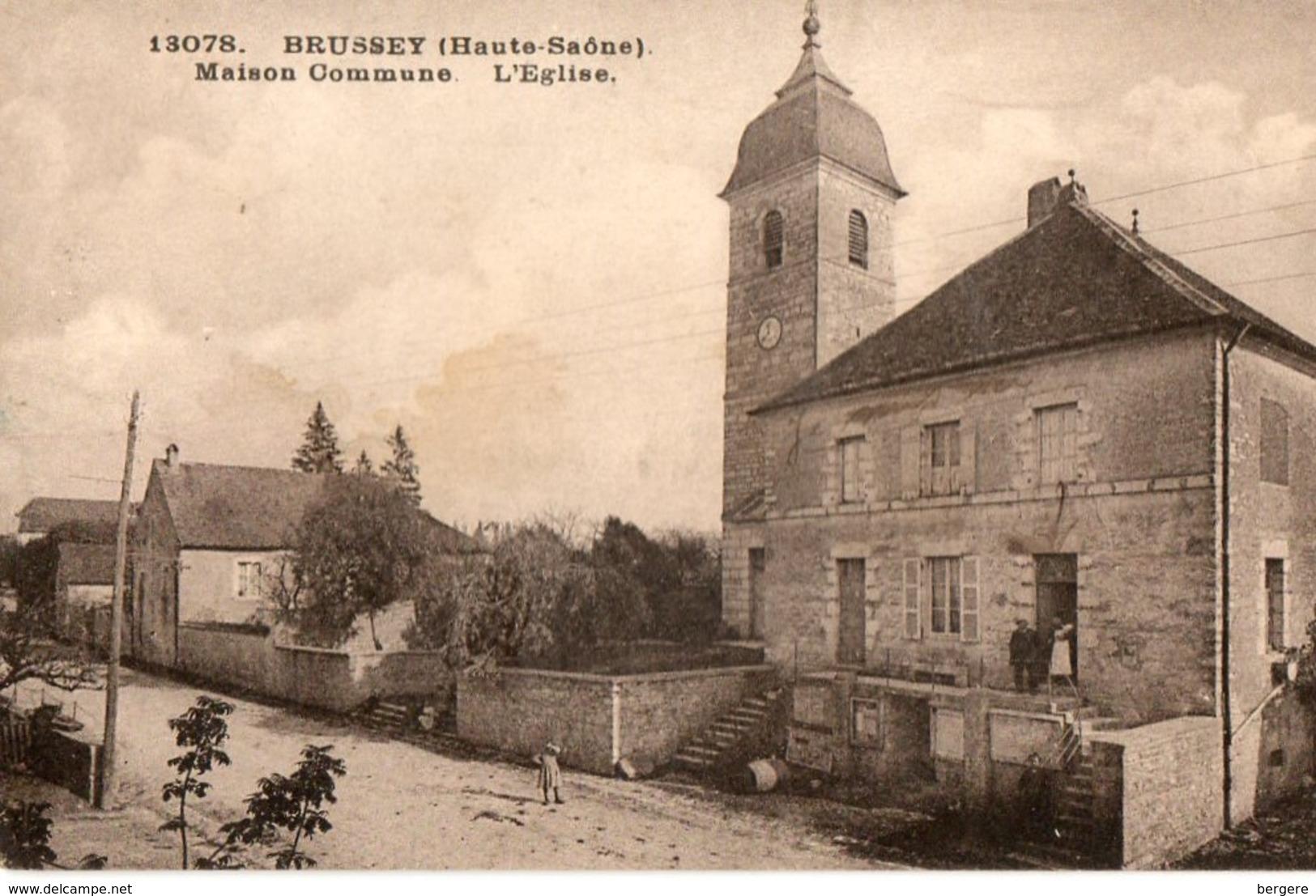 80. CPA. BRUSSEY.  Maison Commune, L'église.  1933. - Sonstige Gemeinden