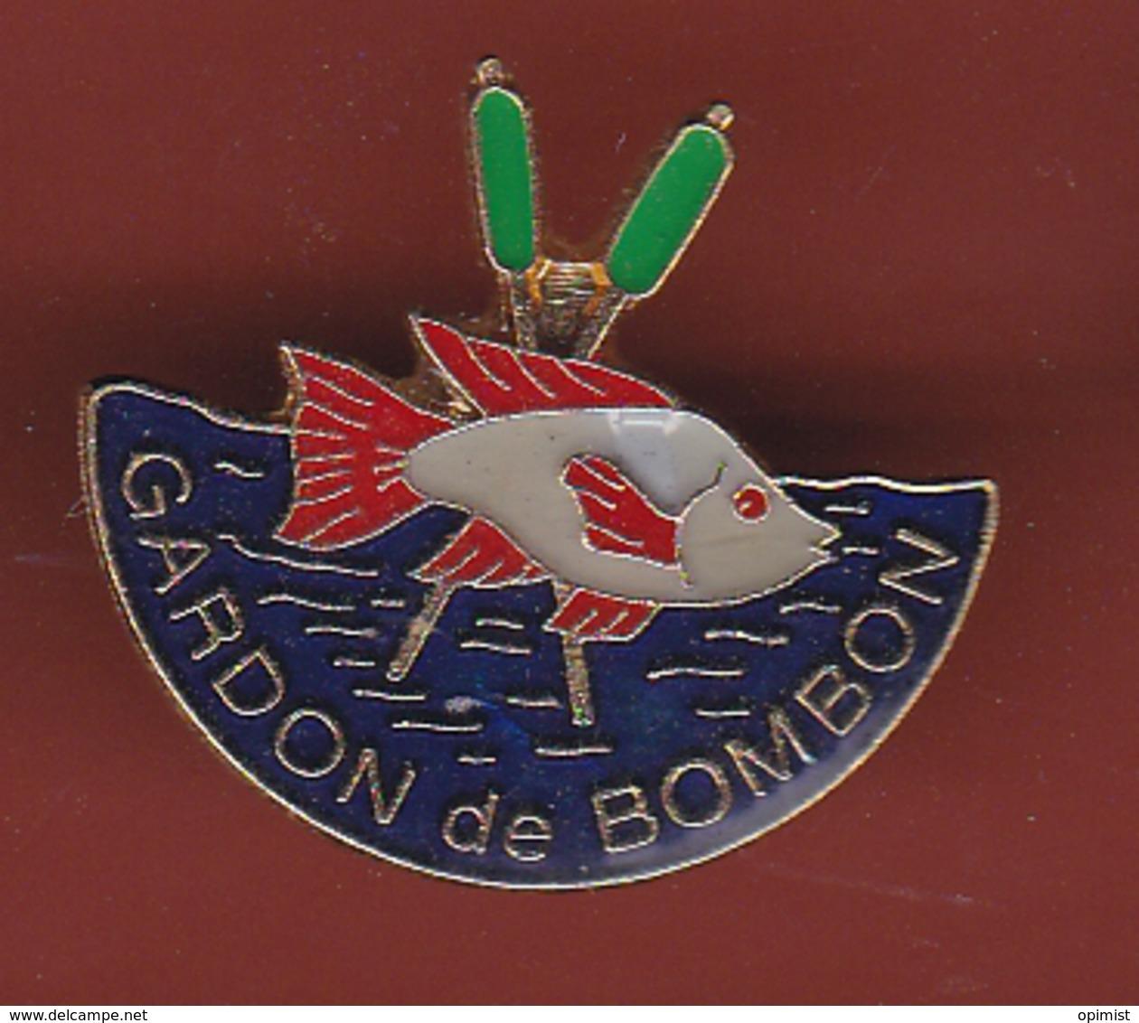 54472- Pin's.Le Gardon De Bombon Pêche Dans La Ville De Bombon.poisson.... - Villes