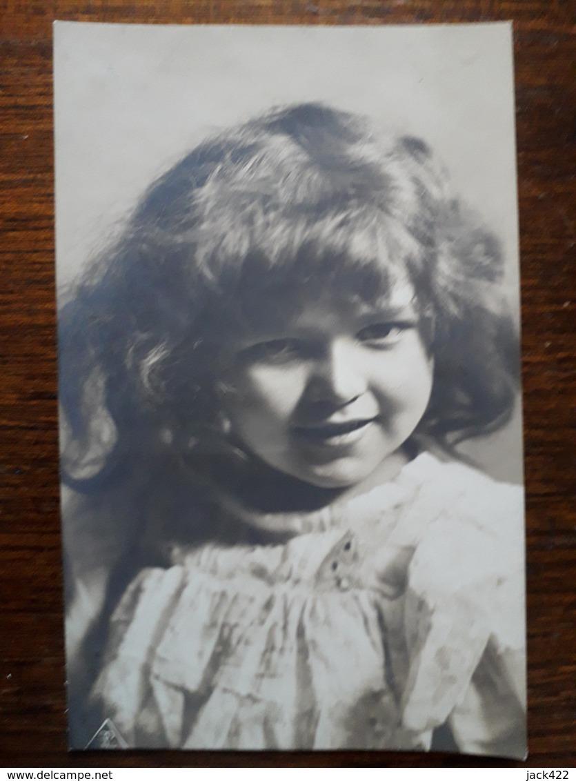 L11/56 Petite Fille - Portraits