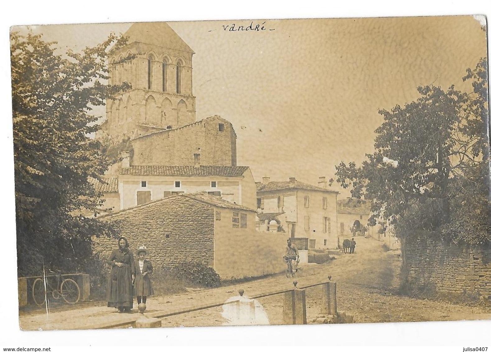 VANDRE (17) Carte Photo église Animation - France