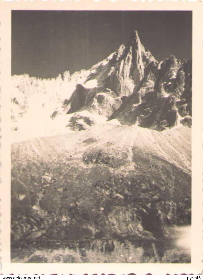 PHOTO DE CHAMONIX L AIGUILLE VERTE PRIS DU MONTENVERS 1950 8.5 X 6 CM - Lieux