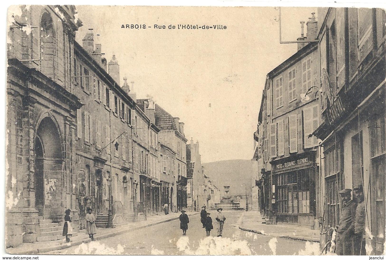 ARBOIS . RUE DE L'HOTEL -DE-VILLE . MANQUE DE PAPIER SUR RECTO . CARTE TRES ANIMEE AFFR AU VERSO . 2 SCANES - Arbois