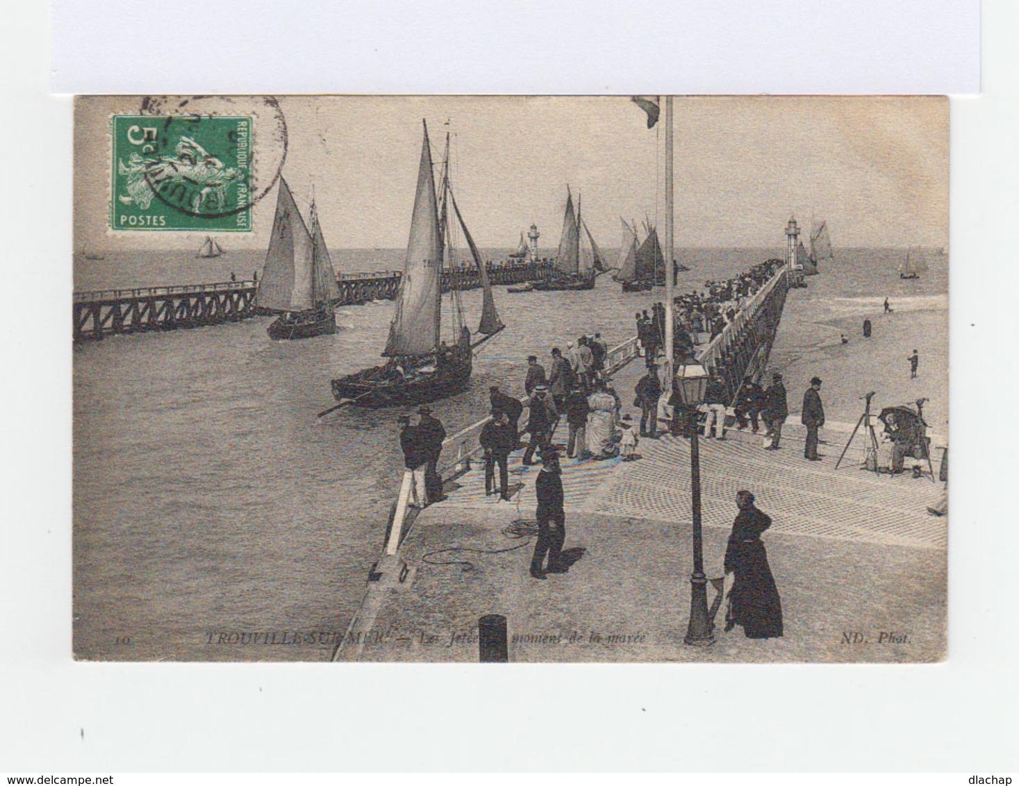 Trouville Sur Mer. La Jetée Au Moment De La Marée. Foule. Bateaux à Voile. (3146) - Trouville