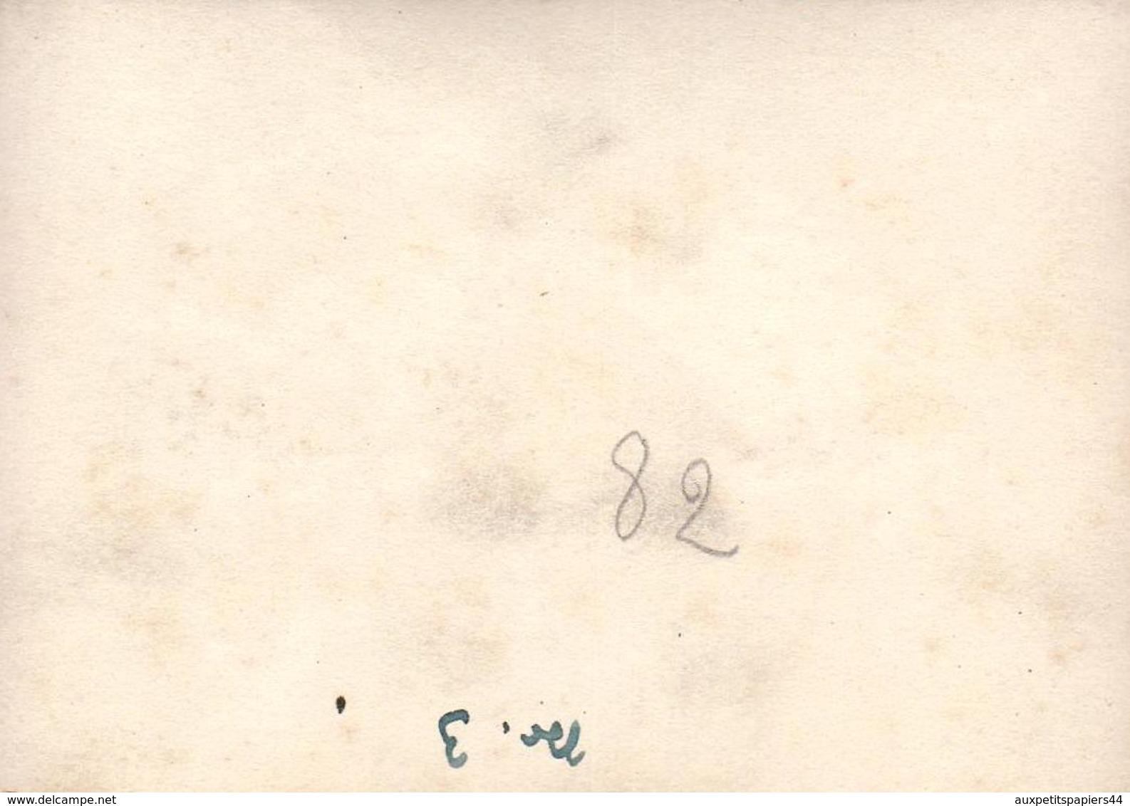 Photo Originale Visite Du Facteur Bavarois Et Bonnes Nouvelles Dans Le Courrier - Correspondance De Guerre 1940's - Métiers
