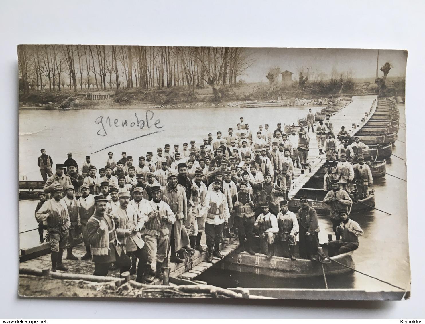 AK Photo Pioniere Grenoble Engineers Genie Franzosische Soldaten Miltaire Francais Uniform Soldat - Ausrüstung
