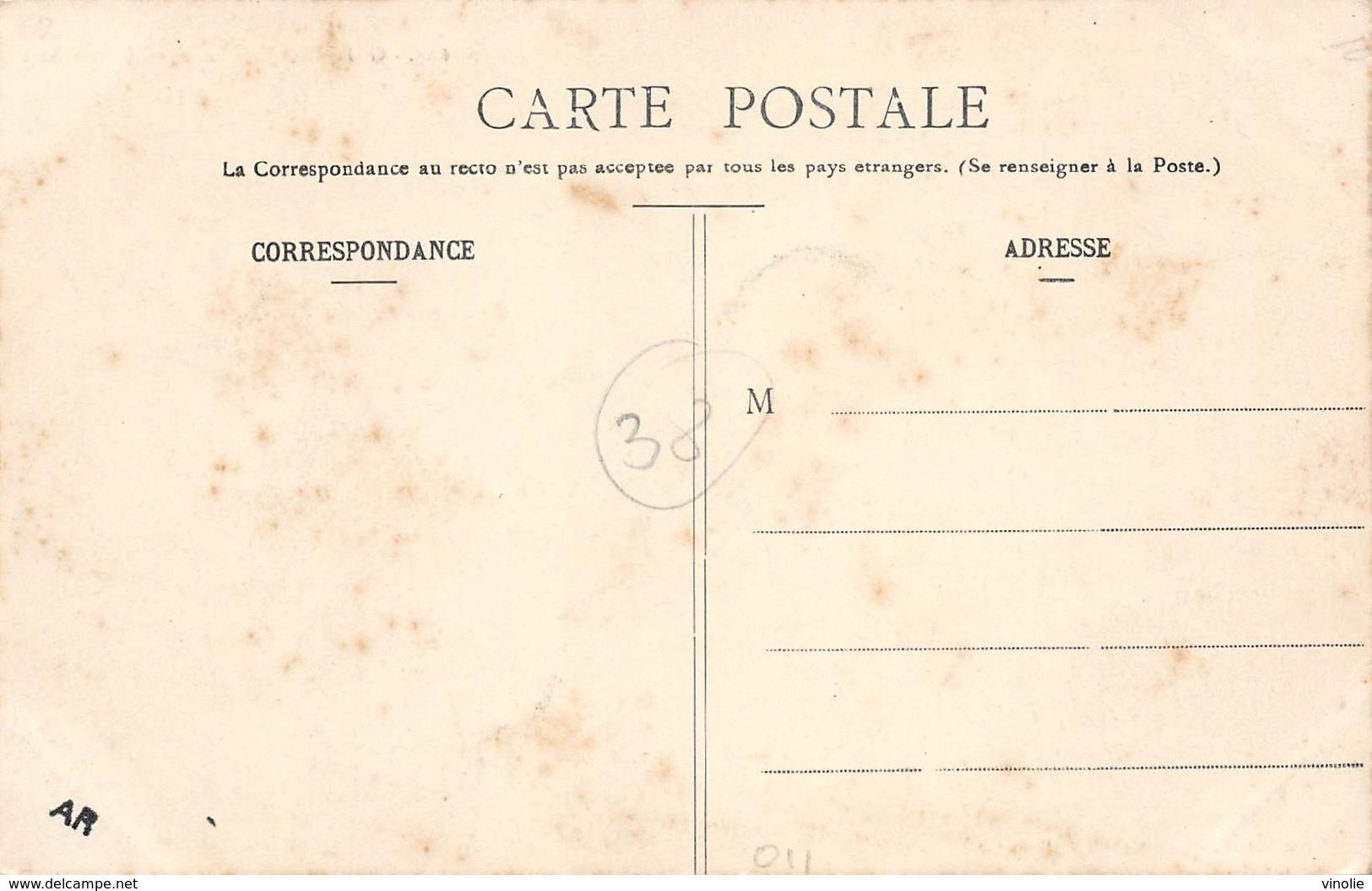 PIE-Arg-18-6443 : GRENOBLE. LE MARCHE SAINTE-CLAIRE. AFFICHES PUBLICITAIRES MURALES. AFFICHE. - Grenoble