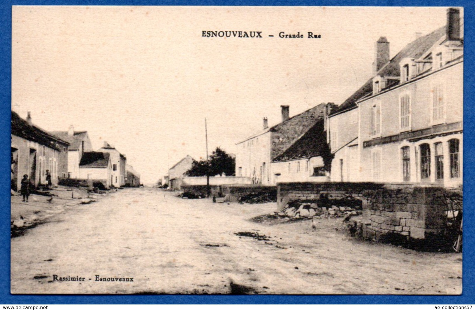 Esnouveaux - Grande Rue - France