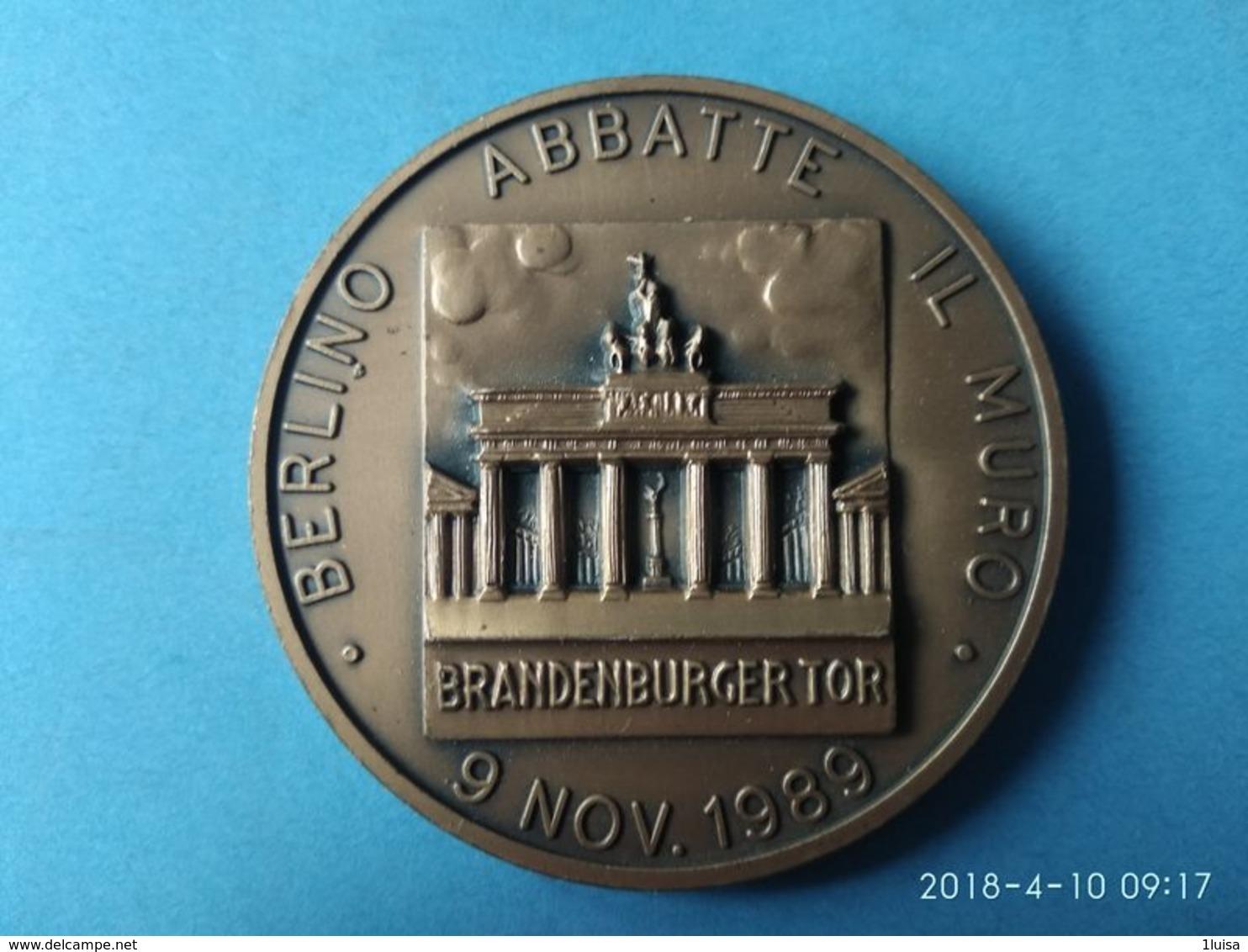 Berlino Abbatte Il Muro 9 Novembre 1689 - Royaux/De Noblesse