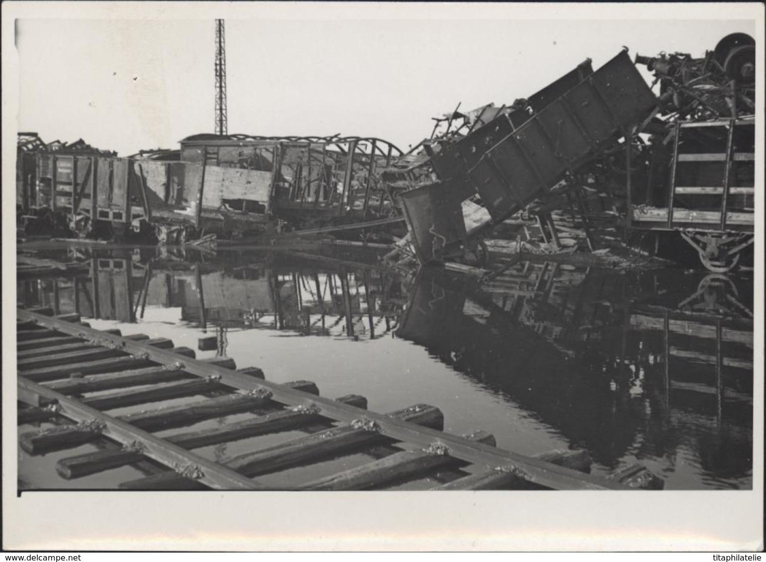 Photographie Photo Guerre 40 Vaires Sur Marne 77 Seine Et Marne Zone De Transbordement Après Bombardement 21 2 1945 - Guerre, Militaire