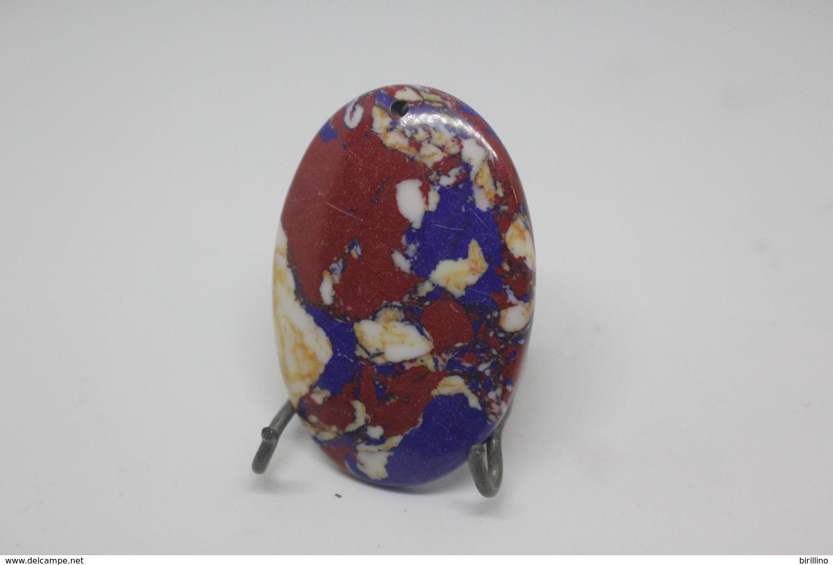 320 - Pendente Pietra Ovale, Con Colorazioni Di Rosso E Blu - Bijoux & Horlogerie