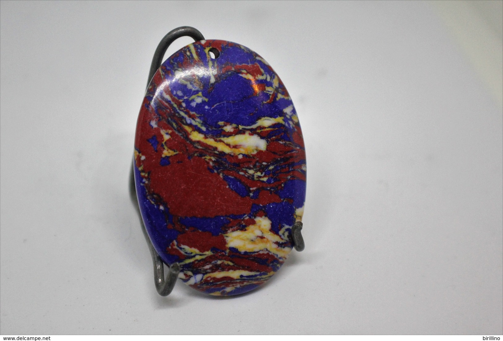 316 - Pendente Pietra Ovale, Con Colorazioni Di Rosso E Blu Turchese - Bijoux & Horlogerie