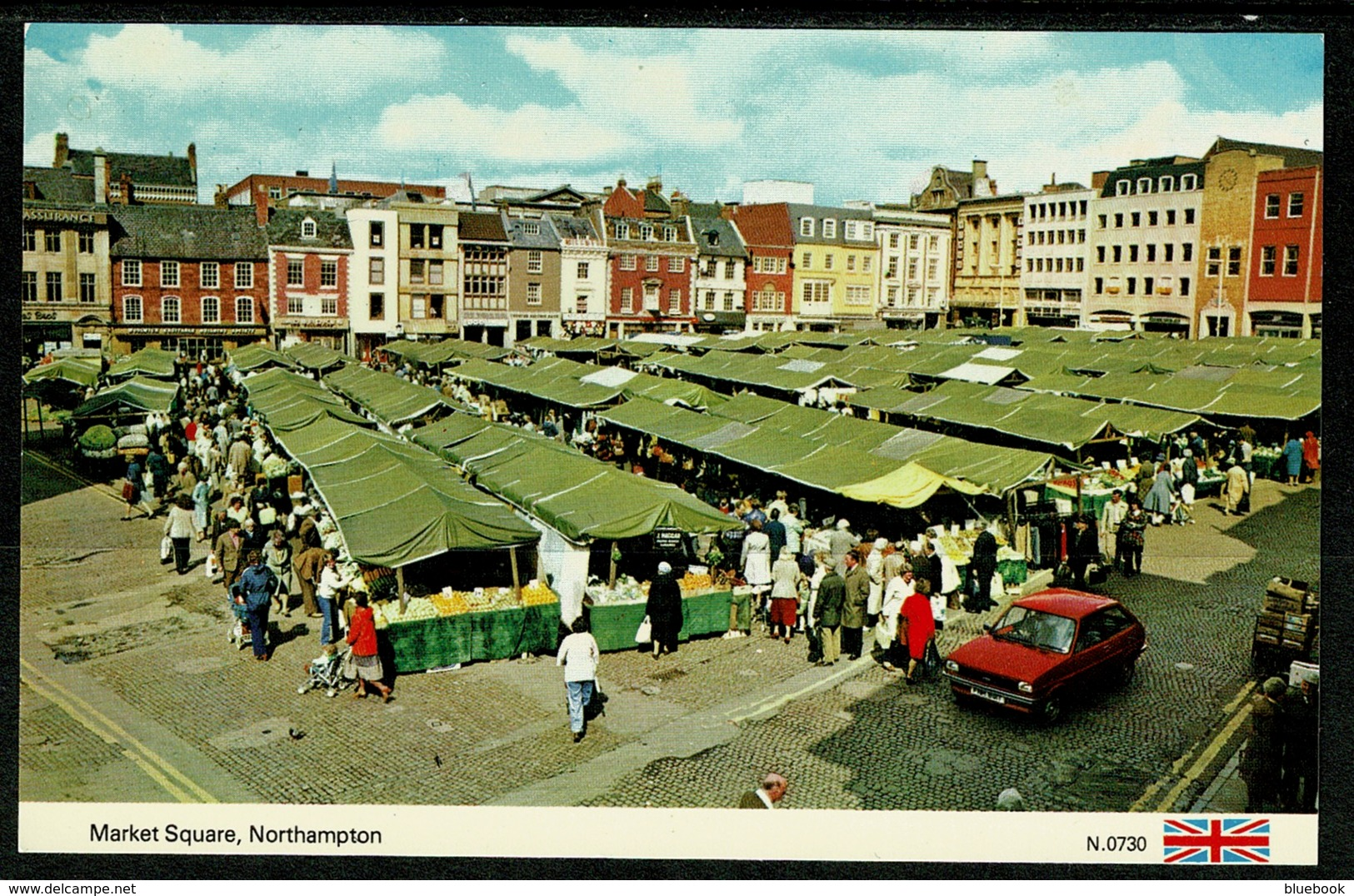 Ref 1241 - Postcard - Car At Market Square Northampton - Market Day - Northamptonshire
