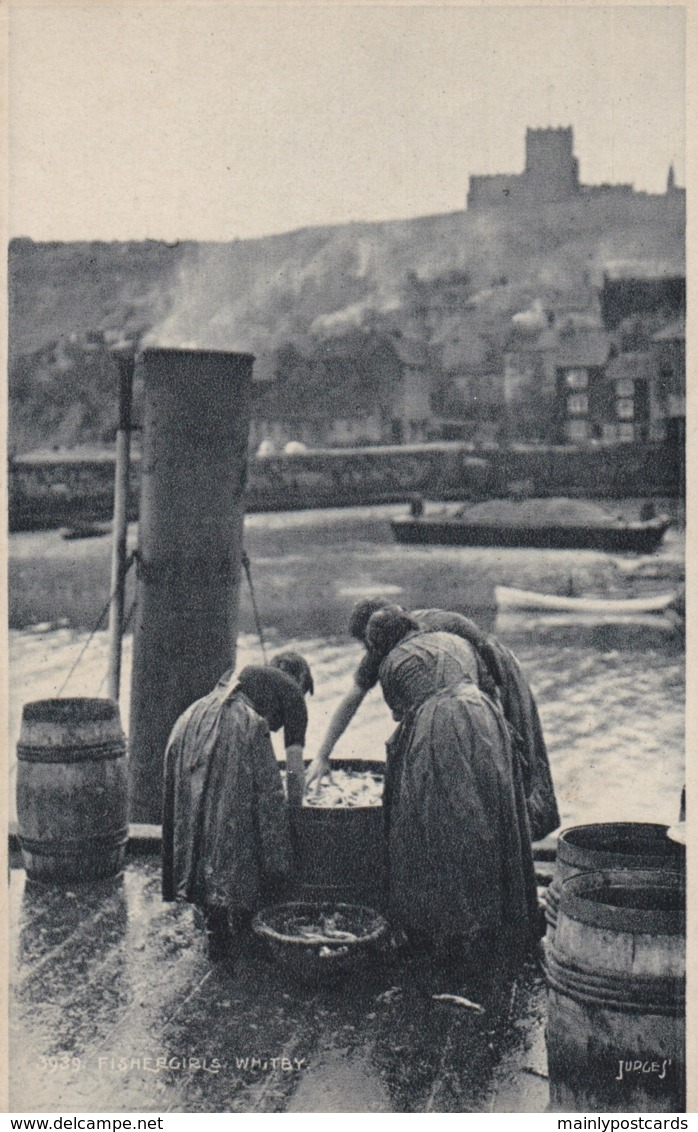 AM93 Fishergirls, Whitby - Whitby