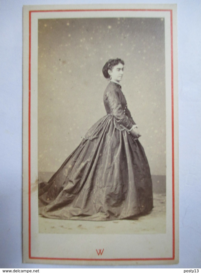 Photographie Ancienne CDV - Second Empire - Jeune Femme - Robe Fines Rayures - Photo Walery, Marseille  BE - Photos