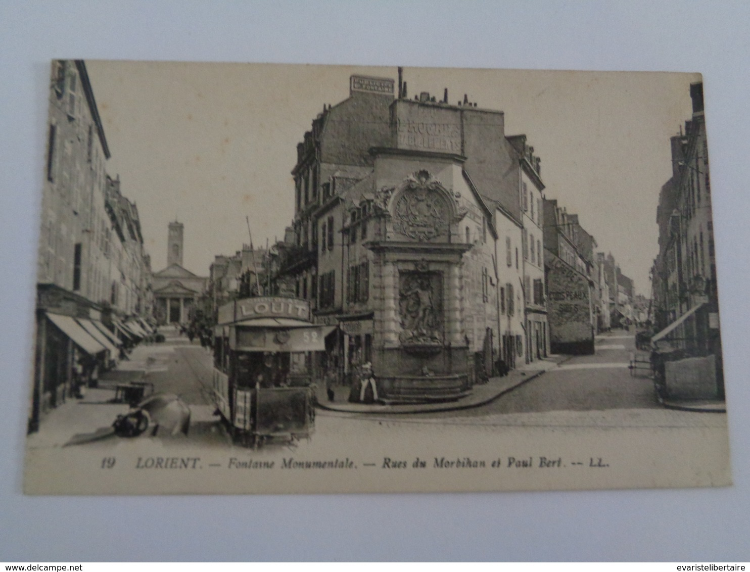 LORIENT : Fontaine Monumentale ,rue Du Morbihan Et Paul Bert ,n°19 - Lorient