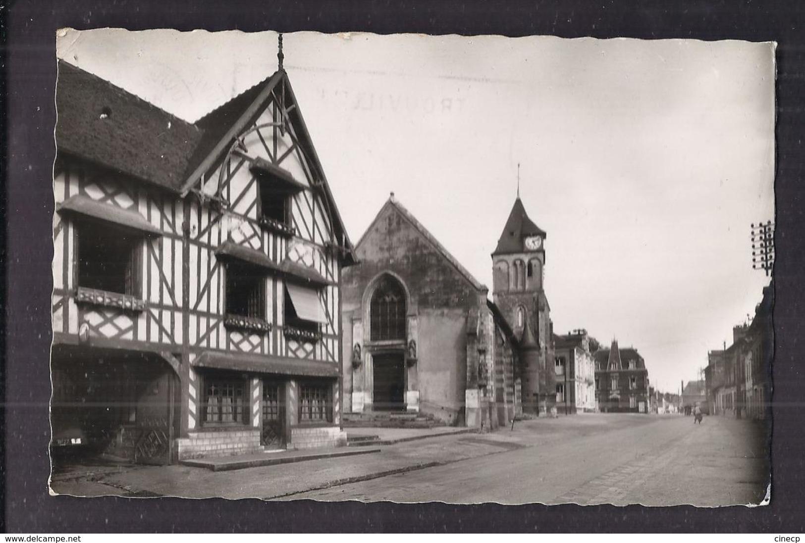 CPSM 27 - MONTFORT-SUR-RISLE - L'Eglise Et La Grand'Rue - TB PLAN RUE CENTRE VILLAGE Eglise Animation 1956 - Altri Comuni