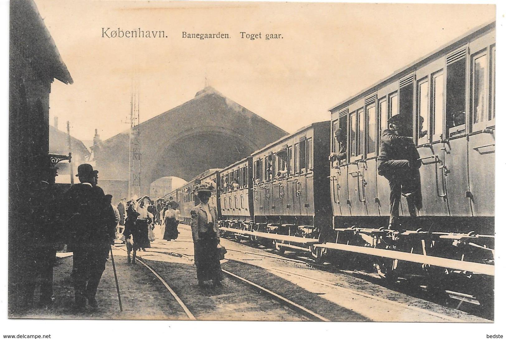 Denmark - København - Banegaarden - Tog Med Passagerer - Train On Railway Station - Danemark