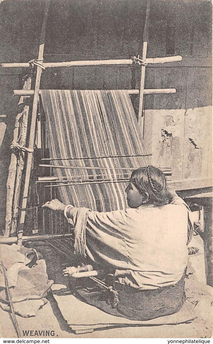 Buthan / 03 - A Bhutia Woman - Weaving - Bhoutan