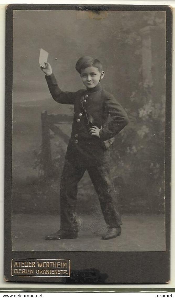 PHOTO CDV - C/1900's  CHILD WITH POSTMAN COSTUME -  Cabinet  ATELIER WERTHEIM - BERLIN ORANIENSTR. - Oud (voor 1900)