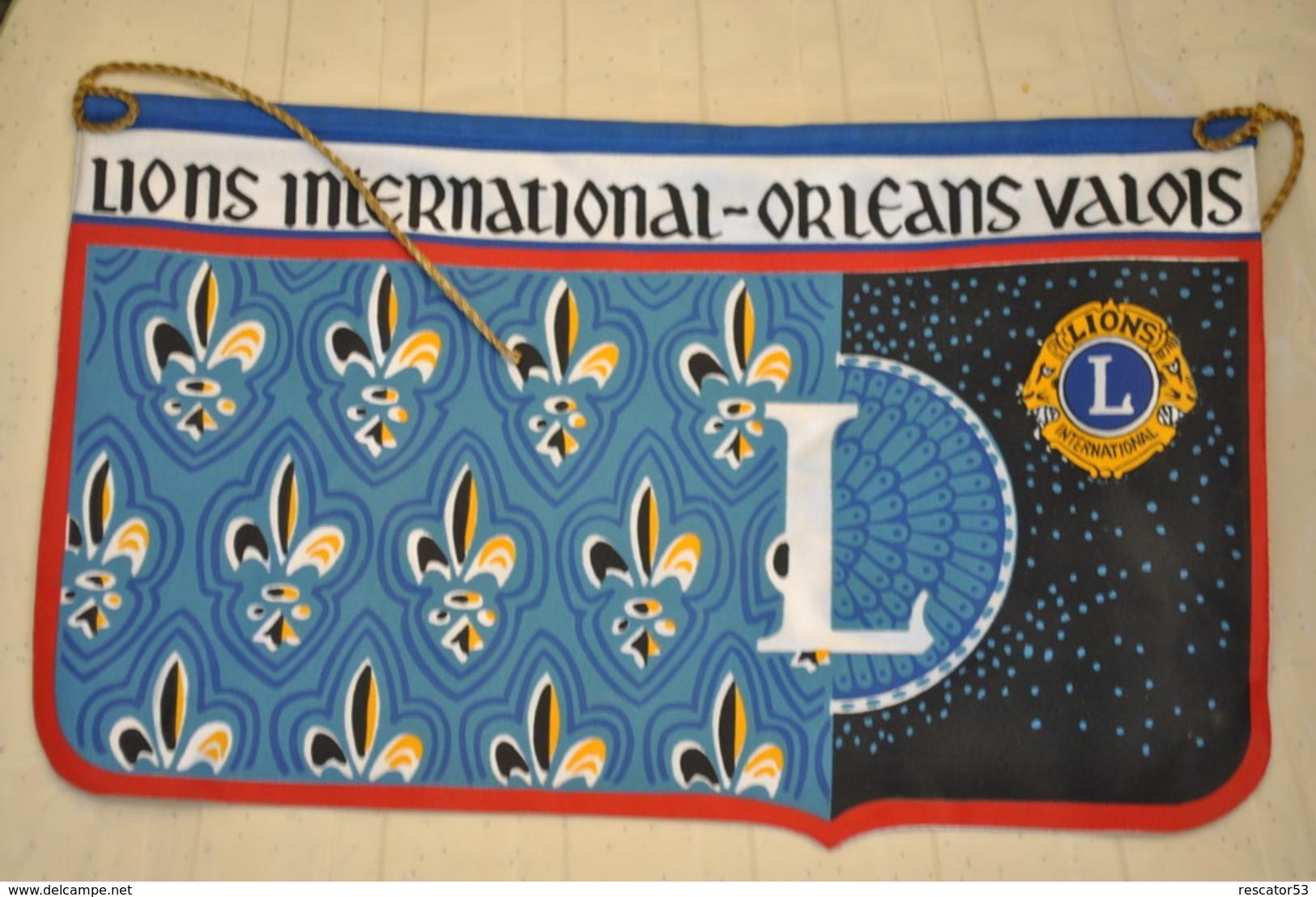 Rare Fanion Lion's Club  Orléans Valois - Organizaciones
