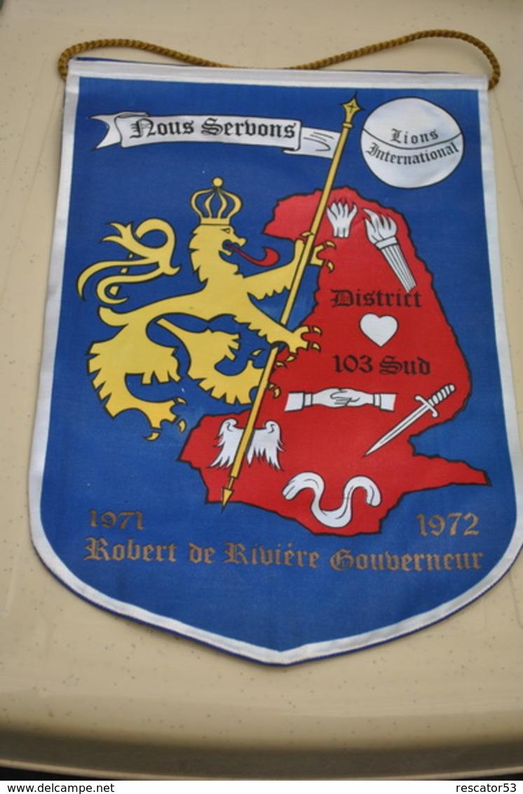 Rare Fanion Lion's Club 103 Sud  Robert De Rivière Gouverneur 1971-1972 - Organizaciones