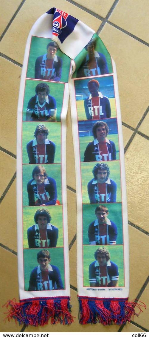 RARE écharpe Ancienne Foot Football Paris St Germain Avec Portraits Des Joueurs Vintage - Habillement, Souvenirs & Autres