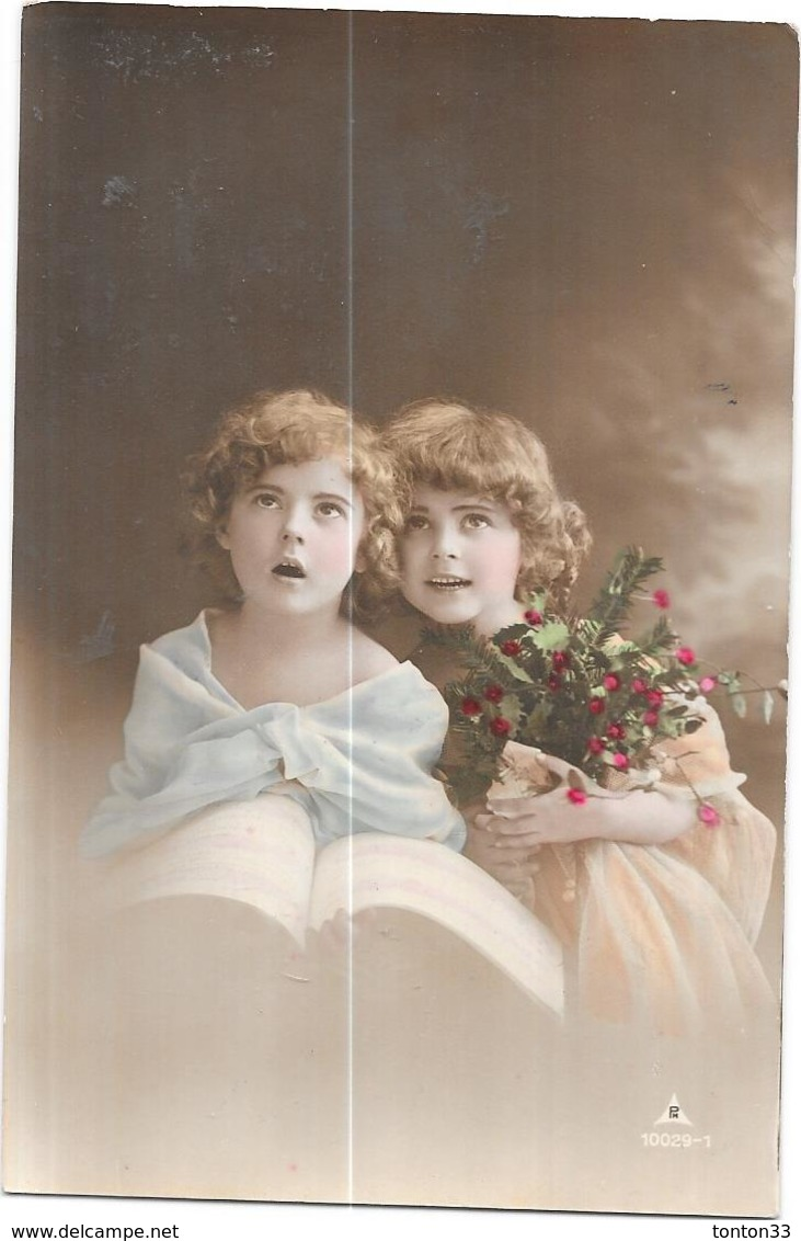 CPA COLORISEE FANTAISIE  - Adorables Petites Filles Aux Fleurs - DELC33/ENCH - - Femmes